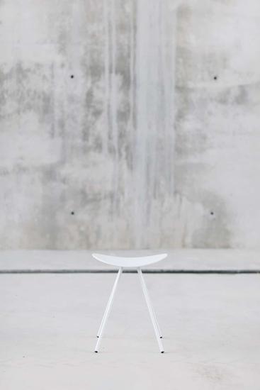 Afbeeldingen van Comma lage kruk - zithoogte 45 cm